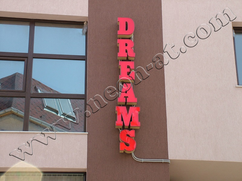 dreams-restorant-1